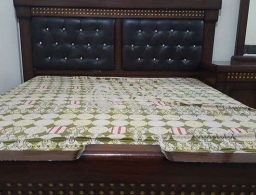Beautifull Strong And Very Good Condition King Size Very Large for sale in Qatar