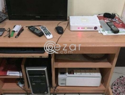 Computer table with monitor for sale in Qatar