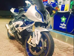 BMW S1000RR Perfect condition for sale in Qatar