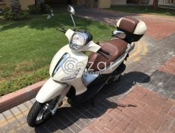 Piaggio Beverly 300 cc, Pearl white brand new very low milage for sale in Qatar