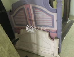 Queen Bed w Mattress for sale in Qatar