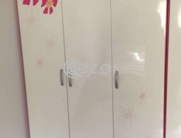 Girl's 3 door cabinet for sale in Qatar