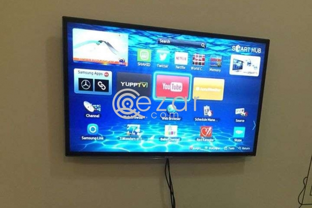 TV for sale urgently Moving out sale pm if interested or watsapp photo 1