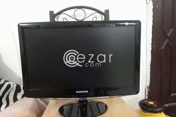 "Samsung MONITOR 21"" for Sale Qr.300 photo 4"