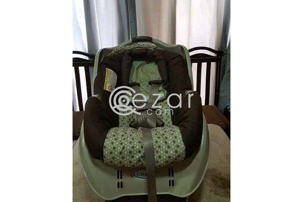 Graco pram + base + car seat photo 2