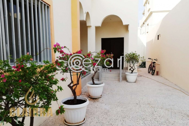 Spacious, Clean and Renovated 6 BR Villa photo 1